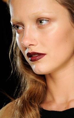 Photos de rouge à lèvres bordeaux